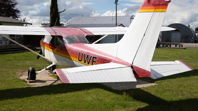 ZK-UWE - Cessna 172N Skyhawk II - Private