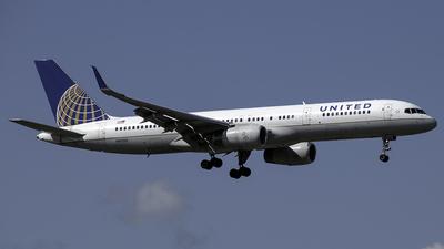 N41135 - Boeing 757-224 - United Airlines