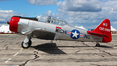 N6637C - North American AT-6D Texan - Private