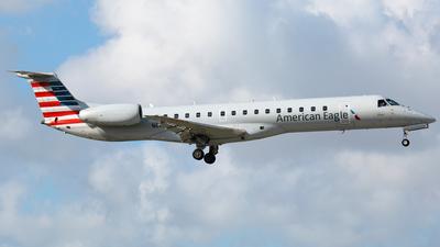 A picture of N619AE - Embraer ERJ145LR - American Airlines - © Robert Maverick Rivera