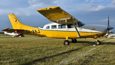 A picture of OKAAJ - Cessna 207A Skywagon - [20700455] - © Mirko Bleuer