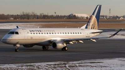 A picture of N152SY - Embraer E175LR - United Airlines - © Mike MacKinnon
