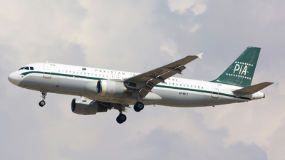 A picture of APBLT - Airbus A320214 - Pakistan International Airlines - © jeremy denton
