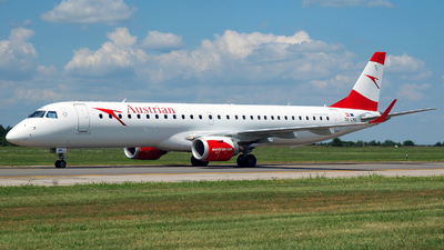 A picture of OELWE - Embraer E195LR - Austrian Airlines - © Marin Ghe.