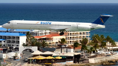 P4-MDD - McDonnell Douglas MD-82 - Insel Air