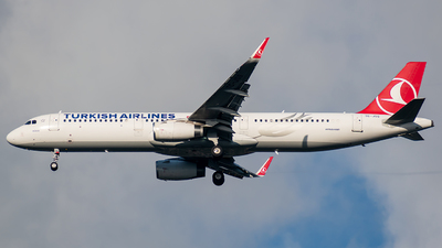 A picture of TCJSS - Airbus A321231 - Turkish Airlines - © t_berat_k