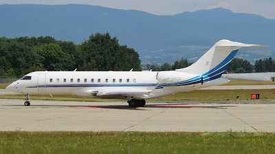 M-ARGO - Bombardier BD-700-1A10 Global 6000	 - Private