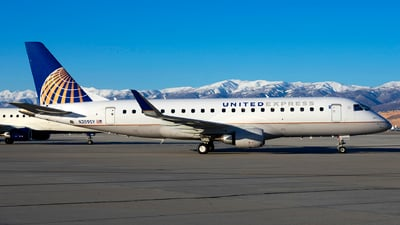 A picture of N209SY - Embraer E175LR - United Airlines - © Michael Rodeback