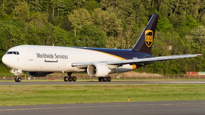 A picture of N370UP - Boeing 767300F(ER) - UPS Airlines - © SpotterPowwwiii