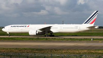 A picture of FGSQI - Boeing 777328(ER) - Air France - © manny0818