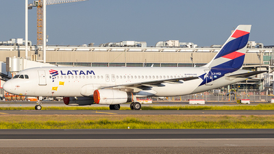A picture of LVHQI - Airbus A320233 - LATAM Airlines - © Carlos P. Valle C.