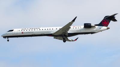 C-FKJZ - Bombardier CRJ-705LR - Air Canada Express (Jazz Aviation)