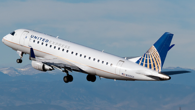 A picture of N105SY - Embraer E175LR - United Airlines - © Michael Place