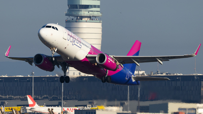 A picture of HALSB - Airbus A320232 - Wizz Air - © Felix Sourek