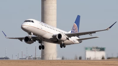 A picture of N203SY - Embraer E175LR - United Airlines - © Mike MacKinnon