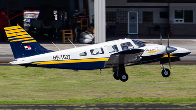 HP-1037 - Piper PA-34-200T Seneca II - Private