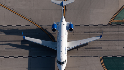 A picture of N223JS - Mitsubishi CRJ200LR - United Airlines - © Ben Suskind