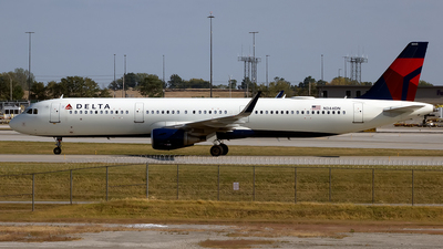 A picture of N344DN - Airbus A321211 - Delta Air Lines - © mariaLXY