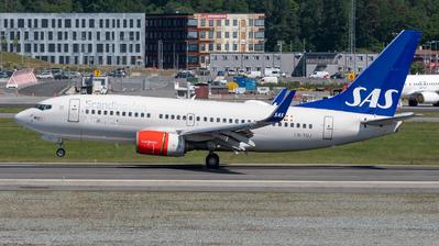 A picture of LNTUJ - Boeing 737705 - SAS - © Richard Toft
