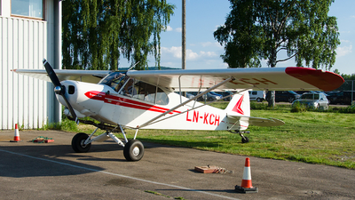 LN-KCH - Piper PA-18-150 Super Cub - Private