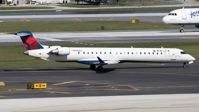 A picture of N182GJ - Mitsubishi CRJ900LR - Delta Air Lines - © Yixin Chen