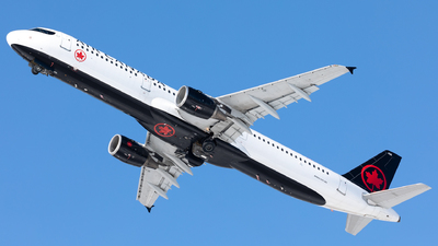 A picture of CGJVX - Airbus A321211 - Air Canada - © Hongyu Wang