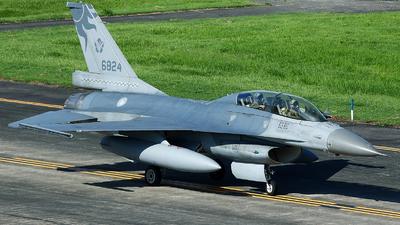 6824 - General Dynamics F-16B Fighting Falcon - Taiwan - Air Force