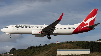A picture of VHXZH - Boeing 737838 - Qantas - © ian piper