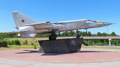 18 - Mikoyan-Gurevich MiG-25 Foxbat - Belarus - Air Force