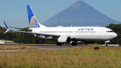 A picture of N73276 - Boeing 737824 - United Airlines - © Brian Boche
