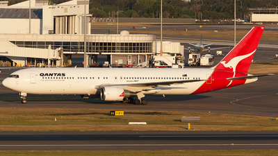 VH-OGS - Boeing 767-338(ER) - Qantas