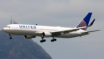 A picture of N647UA - Boeing 767322(ER) - United Airlines - © Chow Kin Hei - AHKGAP
