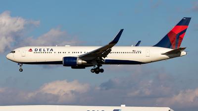 A picture of N1605 - Boeing 767332(ER) - Delta Air Lines - © Sebastian Sowa