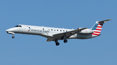 A picture of N817AE - Embraer ERJ140LR - American Airlines - © Yixin Chen