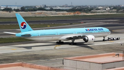 A picture of HL7205 - Boeing 7773B5(ER) - Korean Air - © mobfeng
