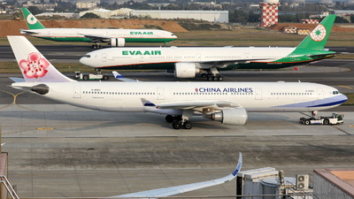 A picture of B18353 - Airbus A330302 - China Airlines - © Ethan Tang