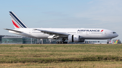 A picture of FGSPI - Boeing 777228(ER) - Air France - © Richard Toft