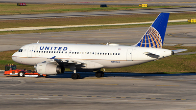 A picture of N809UA - Airbus A319131 - United Airlines - © Rocky Wang