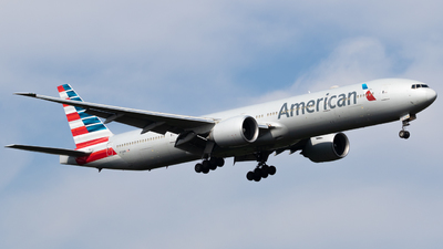 A picture of N721AN - Boeing 777323(ER) - American Airlines - © Felix Leverenz