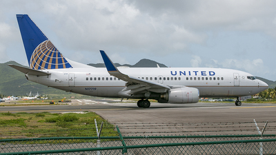 N17719 - Boeing 737-724 - United Airlines