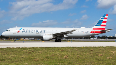 A picture of N150UW - Airbus A321211 - American Airlines - © Martin Rogosz