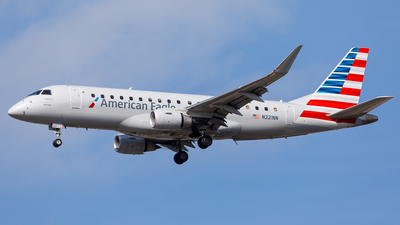 A picture of N221NN - Embraer E175LR - American Airlines - © Martin Pinnau