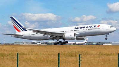 A picture of FGSPM - Boeing 777228(ER) - Air France - © guillaume fevrier