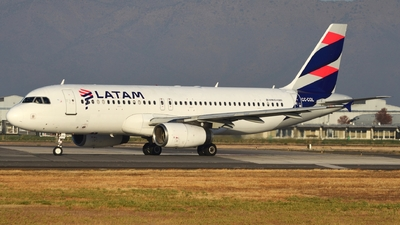 A picture of CCCOL - Airbus A320233 - LATAM Airlines - © Maurice Becker