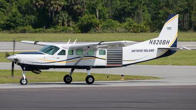 A picture of N820BH - Cessna 208B Grand Caravan - [208B0153] - © Eric Page Lu