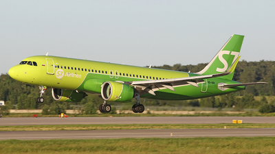 A picture of VQBRI - Airbus A320271N - S7 Airlines - © Airyura