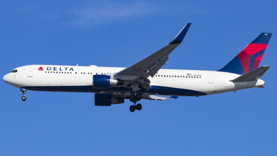 A picture of N182DN - Boeing 767332(ER) - Delta Air Lines - © David Lee