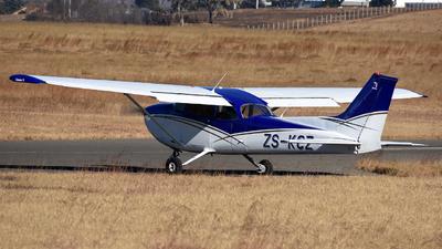 ZS-KCZ - Cessna 172N Skyhawk - Private