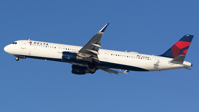 A picture of N358DN - Airbus A321211 - Delta Air Lines - © John Newsome