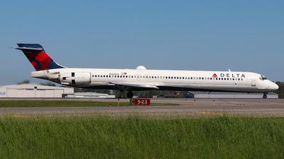 N906DA - McDonnell Douglas MD-90-30 - Delta Air Lines